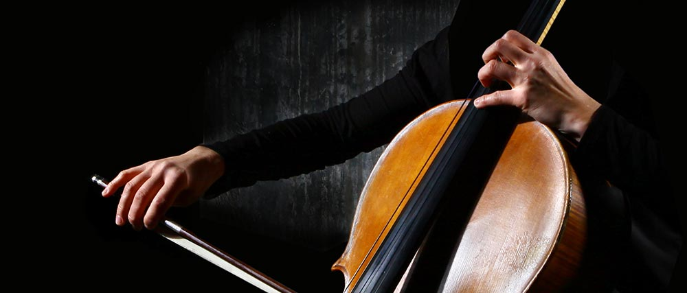 Lady playing the cello