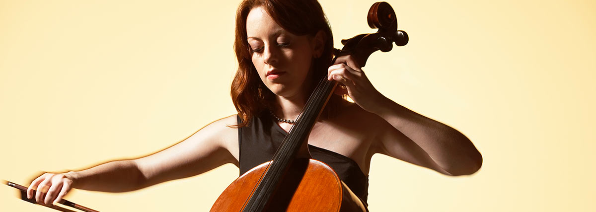 woman playing the cello